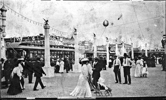 Street cars and encampment visitors on the Public Square during the 1908 National Encampment festivities.