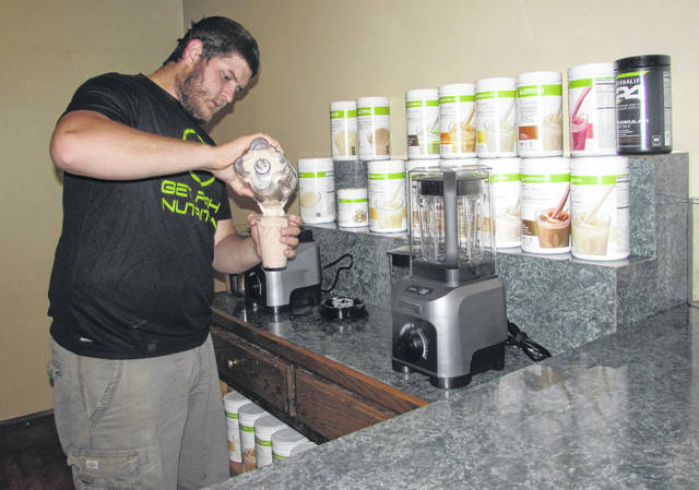 Noah Babcock, owner of Get Right Ottawa, makes a berry bananna smoothie at his nutrition club business that will open Monday in downtown Ottawa.