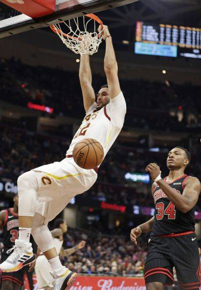 The Cavaliers' Larry Nance Jr. dunks in front of Chicago's Wendell Carter Jr. (34) during Wednesday night's game in Cleveland. The Cavaliers won 117-111. (AP photo)