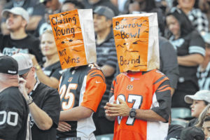 Finley struggles again as hapless Bengals drop to 0-10