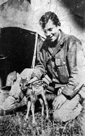Deloyd Wayne Kline and his fellow soldiers trained a deer.