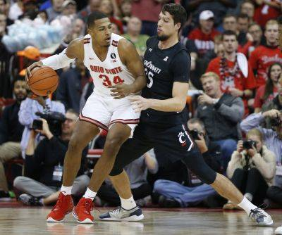 Ohio State's Kaleb Wesson, left, posts up against Cincinnati's Jaume Sorolla during Wednesday night's game in Columbus. (AP photo)