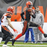 Browns win to stay in playoff hunt