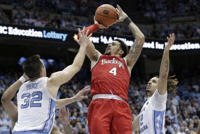 Ohio State's Duane Washington Jr. (4) puts up a shot against North Carolina's Justin Pierce (32) and Cole Anthony during Wednesday night's game in Chapel Hill, N.C. (AP photo)