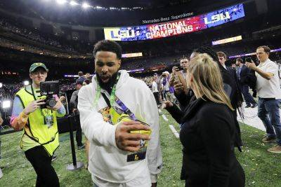 Cleveland Browns wide receiver and former LSU star Odell Beckham Jr. walks off the field after the College Football Playoff national championship game between Clemson and LSU in New Orleans. (AP photo)