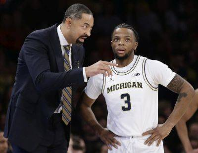 Michigan head coach Juwan Howard, left, said Friday that Xavier Simpson (3) was suspended a game for violating the team curfew.