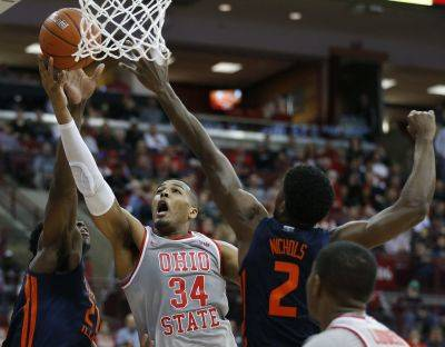 No. 19 Ohio State rallies to beat No. 23 IL  71-63