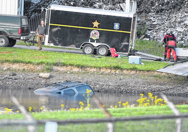 Emergency crews recovered Tuesday the body of the driver whose SUV submerged Friday in a pond in the 500 block of Buckeye Road.