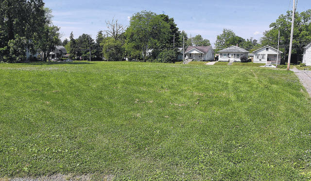 Neighbors of a proposed development at 1105 E. Market St. in Lima expressed concerns about a shared alley to a Lima council committee Tuesday.