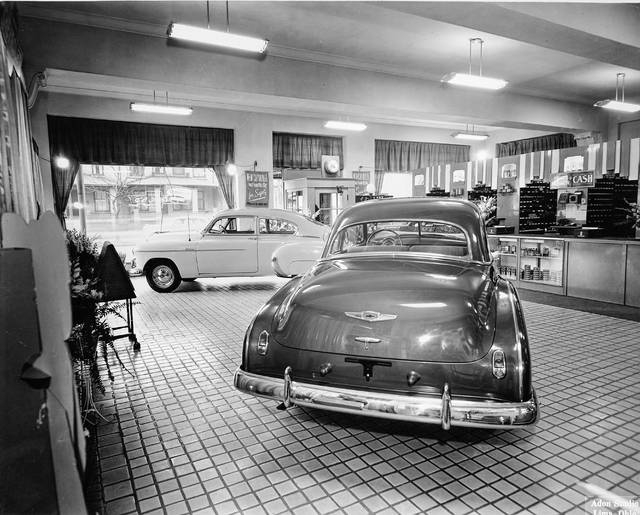 The interior of the Minnick Chevrolet dealership, photographed in about 1950.