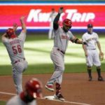 DeSclafani , Suarez pace Reds past Brewers, 4-1