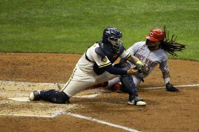 Cincinnati's Freddy Galvis is forced out by the Brewers' Omar Narvaez during Tuesday night's game in Milwaukee. (AP photo)
