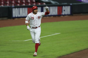 Votto's home run leads Reds past Indians
