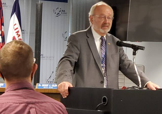 Lima Mayor David Berger announced Wednesday he wouldn't run for re-election next year, ending a 32-year career as the city's chief executive.