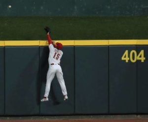 Loss to Brewers puts Reds back to .500 on season