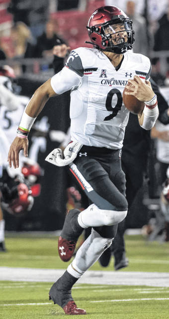 Cincinnati quarterback Desmond Ridder earned American Athletic Conference player of the week honors after the Bearcats' 42-13 blowout win at SMU last week.