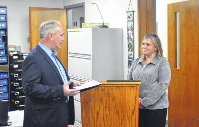 Auditor of State Keith Faber (left) explains the importance of the Clean Audit Award before presenting it to Allen County Auditor Rachael Gilroy (right).
