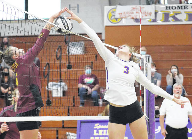 Kalida's Brooke Vennekotter and Leipsic's Elizabeth Scheckelhoff battle above the net during Thursday night's match at Leipsic. See more match photos at LimaScores.com.