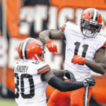 Mayfield shakes off criticism and slow start, throws 5 TD passes in win over Bengals