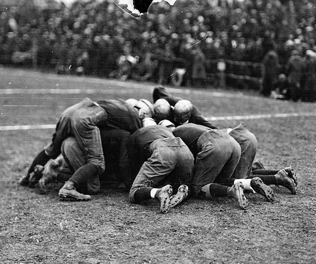 South huddles up to go over a play in 1924.