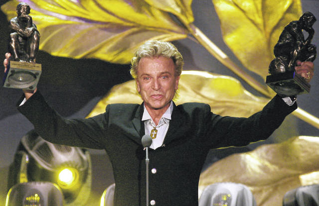 "German illusionist Siegfried Fischbacher of the duo ""Siegfried & Roy"" holds their trophies after receiving the World Entertainment Award at the World Award 2003 ceremony in Hamburg, Germany."