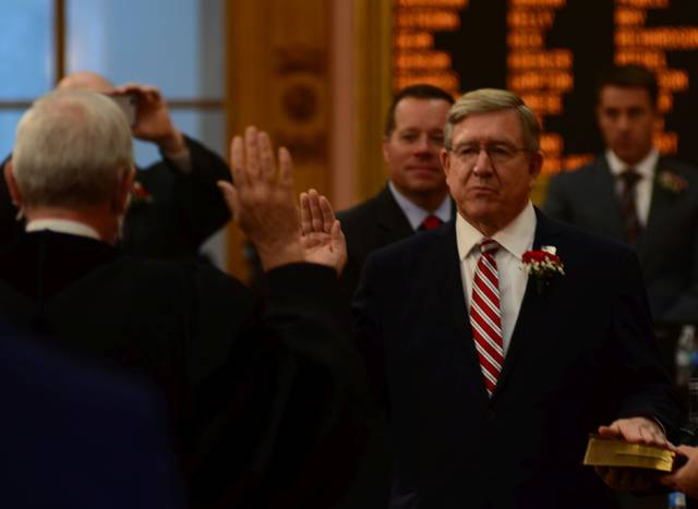 Rep. Bob Cupp is sworn in as Speaker of the House by Supreme Court Justice Patrick Fischer.