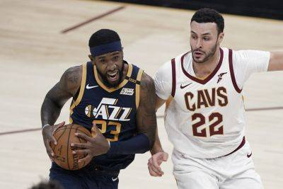 The Utah Jazz's Royce O'Neale (23) drives against Cleveland Cavaliers' Larry Nance Jr. (22) during Tuesday night's game in Cleveland. (AP Photo)