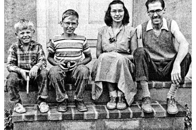 Al Jardine, left, with brother Neal and his parents in Lima.