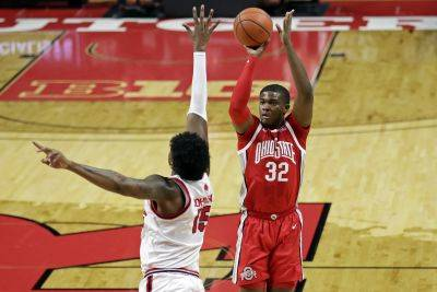 Ohio State's E.J. Liddell puts up a shot against Rutgers' Myles Johnson during Saturday's game in Piscataway, N.J. (AP photo)