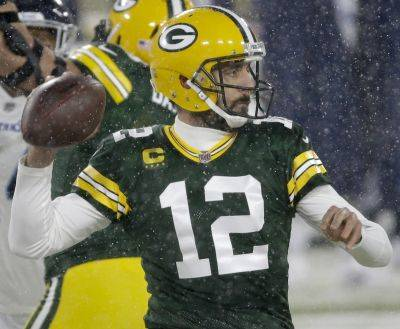 Quarterback Aaron Rodgers and the Green Bay Packers are looking to secure the top NFC seed for the playoffs Sunday against Chicago. (AP Photo)