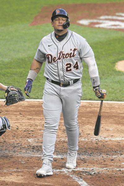 Detroit's Miguel Cabrera reacts after striking out during the first game of a Thursday doubleheader against the White Sox in Chicago.