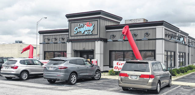 The former Ruby Tuesday's on Lima Mall property has reopened as Li's Seafood Boil.
