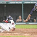 Indians capitalize on Mariners error for 10th inning win