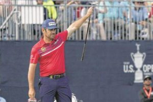 Pair use eagles to gain share of Open lead