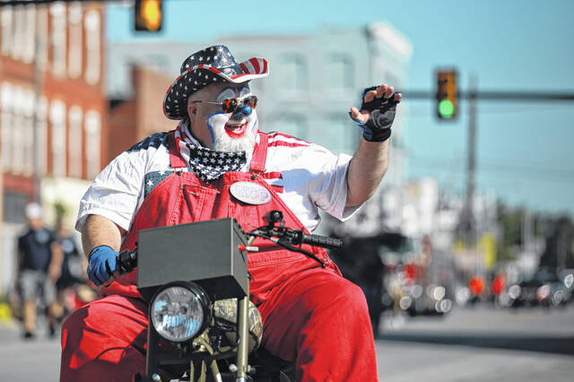 The Zenobia Shrine clowns entertain the guests during the Labor Day parade.
