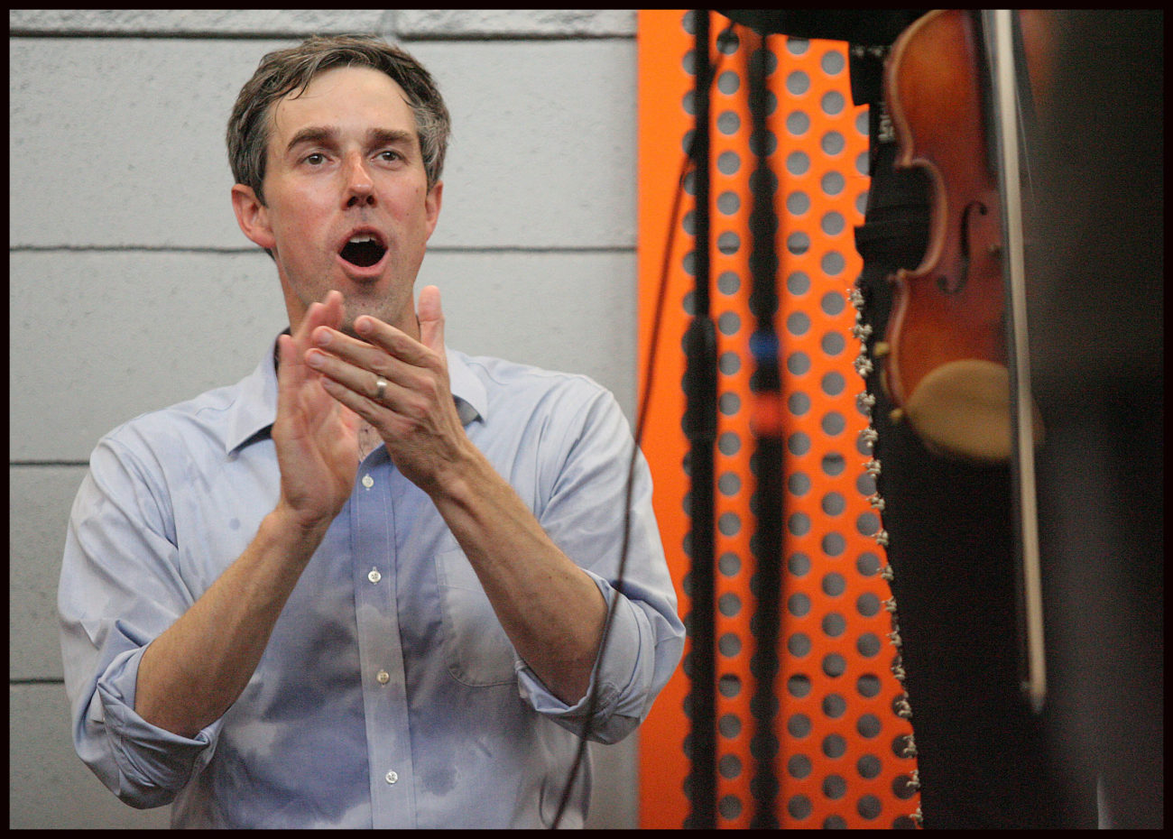 Beto O'Rourke cheers as he listens to Bobby Pulido sing