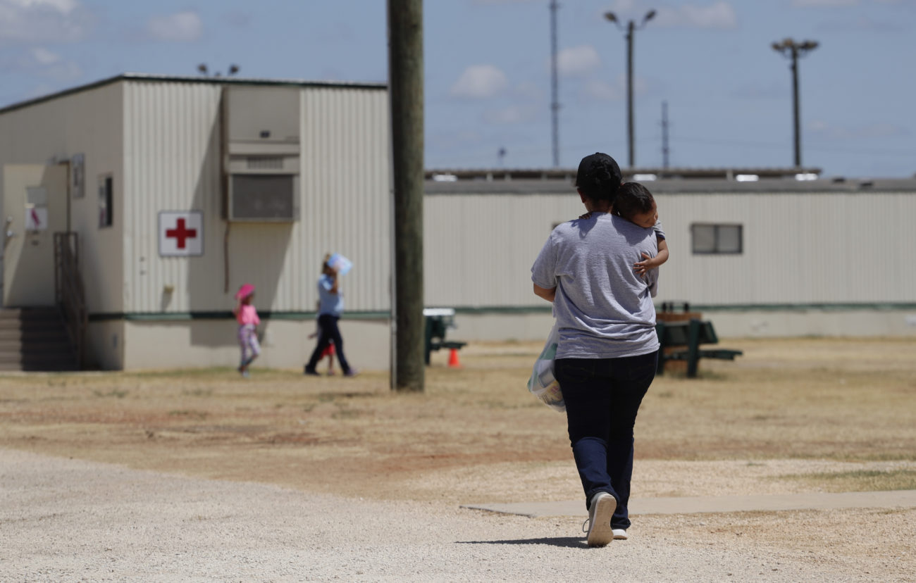 US plans family deportations, including girl with broken arm